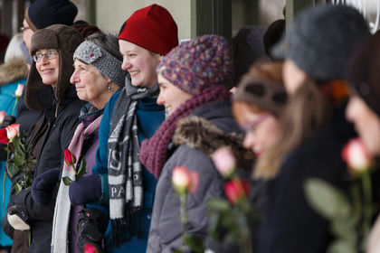 Human chain surrounds Edmonton mosque in show of love, support by Ahmed Fattouh in Edmonton AB